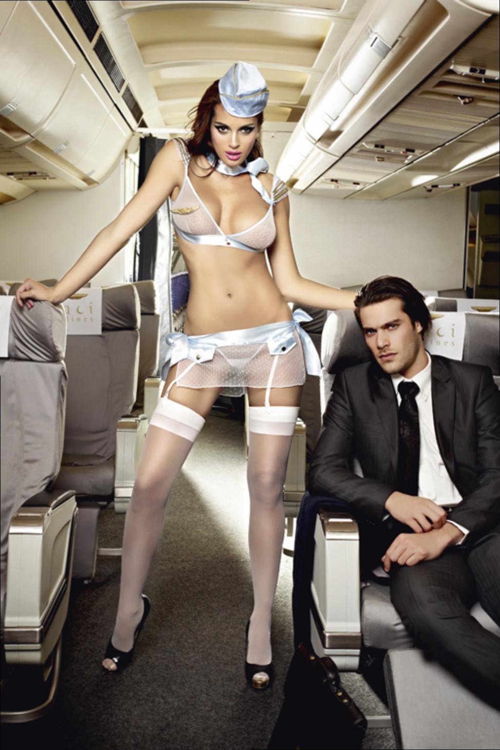 Сексуальная стюардесса @ m1bar.com